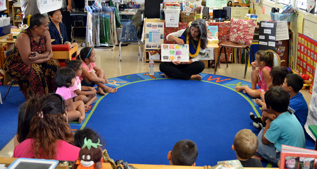 Photo of Congresswoman Gabbard Reading